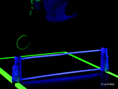 schwarzlicht turnier evinta gmbh. Black Bedroom Furniture Sets. Home Design Ideas