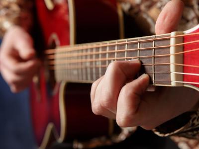 EVINTA_Weihnachtsfeier_Weihnachtsfeier mit Live-Band_Nahaufnahme Guitarre
